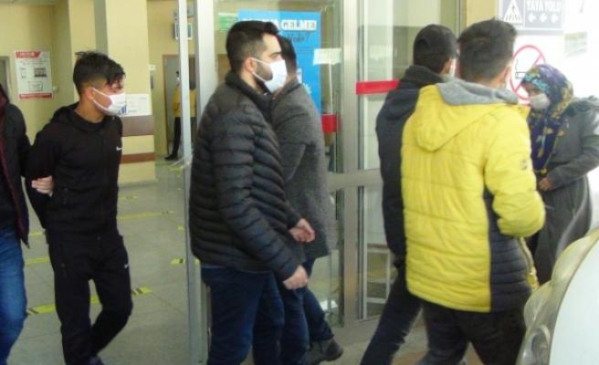 Şanlıurfa'da çeşitli suçlardan aranan şüphelilere operasyon: 5 gözaltı