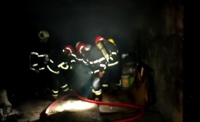 İçeride mazot da vardı! Urfa'da ambar yangını