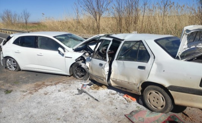 Şanlıurfa'da zincirleme trafik kazası: 4 yaralı, 1ölü (EK)