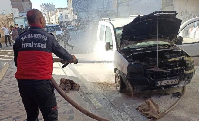 Şanlıurfa'da araç yangınını itfaiye söndürdü