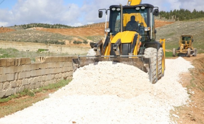 Haliliye'de 4 mahallede yol yapım çalışması sürüyor