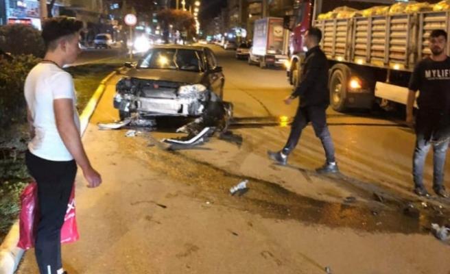 Karaköprü'de tır ile otomobil çarpıştı