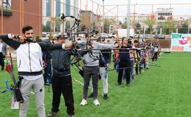 Ata sporu okçuluk turnuvasına yoğun ilgi