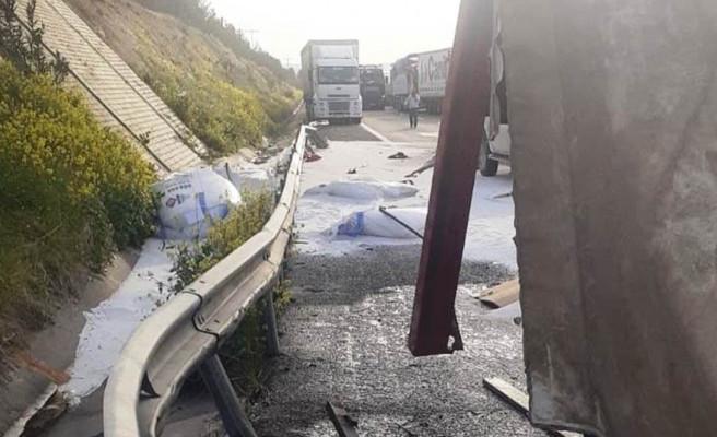 Şanlıurfa'da TIR devrildi: 1 yaralı
