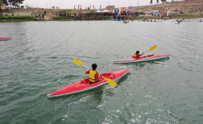 Şanlıurfa'daki kurumdan Suriye'de kano festivali