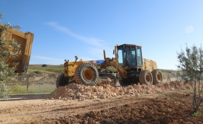 Bozova kırsalında yol yapım çalışmaları