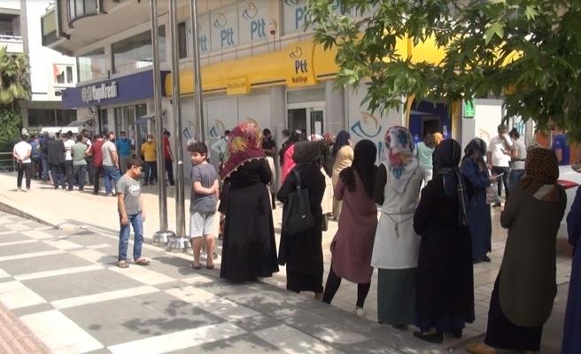 Şanlıurfa'da PTT önlerindeki manzara değişmedi