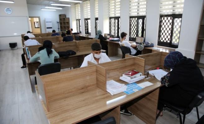 Öğrenciler sınavlara okuma evlerinde hazırlanıyor