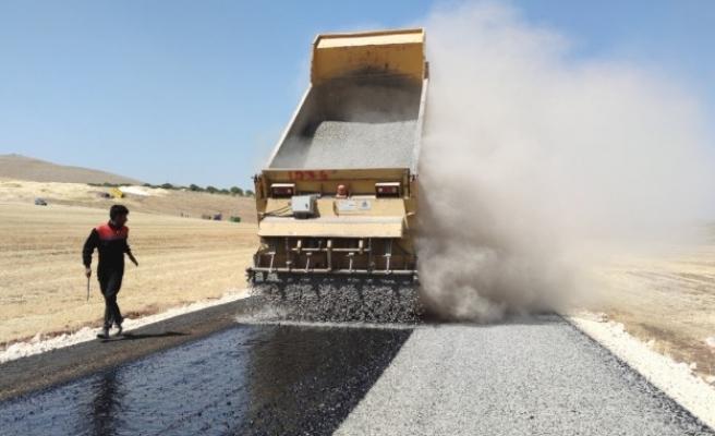 Şanlıurfa kırsalında yollar asfaltla buluşuyor