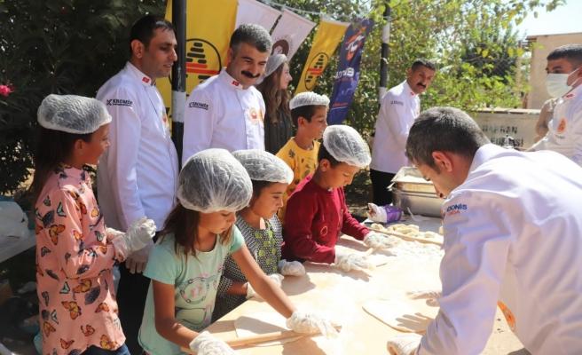 Gönüllü aşçılar Harranlı öğrencileri pizzayla buluşturdu