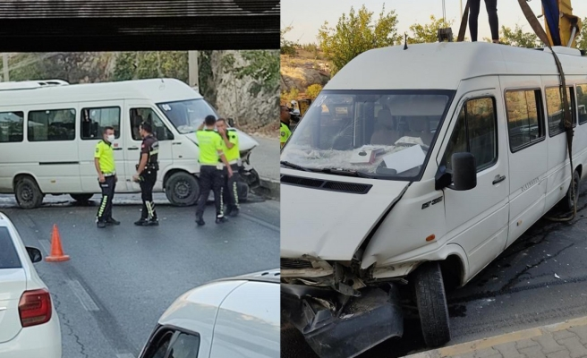 Urfa'da minibüs devrildi trafik felç oldu!