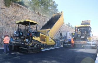 Şanlıurfa'da yeni açılan yollar asfaltlanıyor