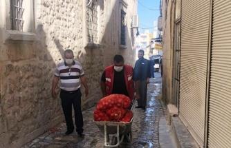 İhtiyaç sahiplerine patates ve soğanlar kapıda teslim ediliyor