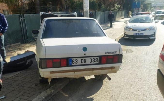 Şanlıurfa'da otomobil bariyerlere çarptı: 1 yaralı (Ek)