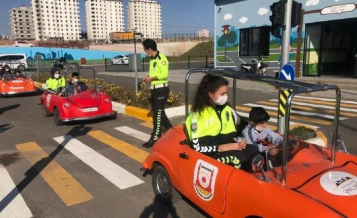 Urfa'da çocuklara trafik eğitimi veriliyor