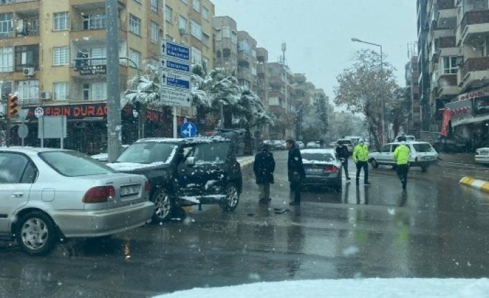 Şanlıurfa'da kar yağışı kazalara neden oldu