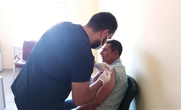 Şanlıurfa'da SGK'lılara aşı başladı