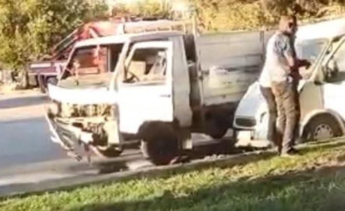 Şanlıurfa'da minibüs ile pikap çarpıştı: 2 yaralı