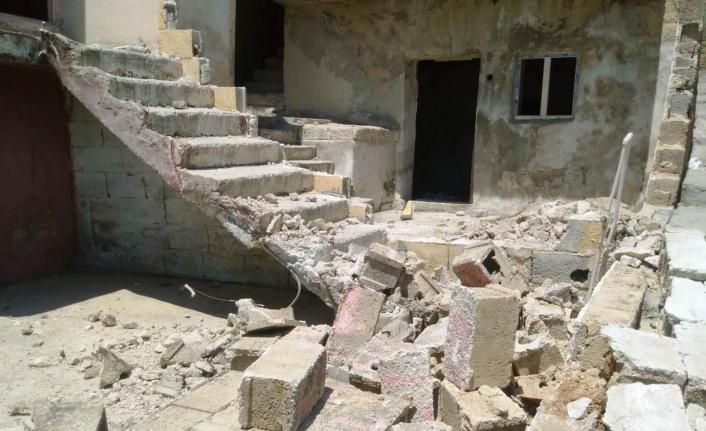 Eyyübiye'de madde bağımlıları evi harabeye çevirdi